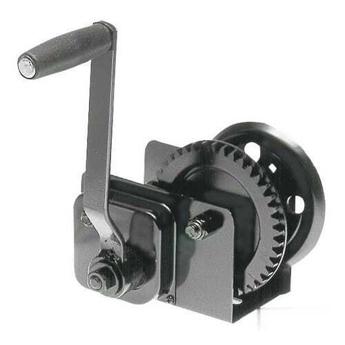 Boat haulage winch with clutch