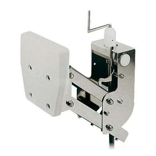 Auxiliary outboard engine brackets with lifting system for Outboard motor lifting strap